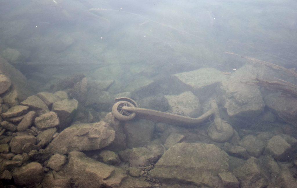 pêche à l'aimant trottinettes dans le Rhône